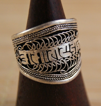 Breiter Ring ~ Mantra ~ filigran ~ Nepal Art. 01251
